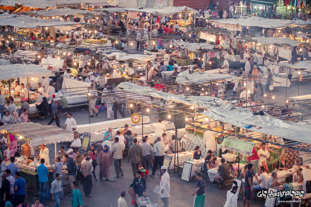 Cenare in piazza Jemaa el Fna a Marrakech
