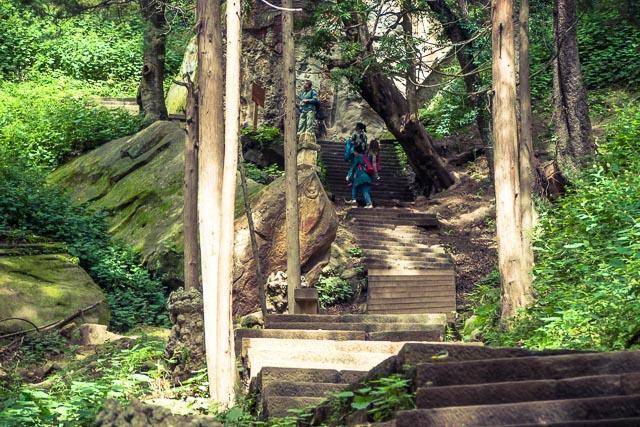 Le centomila scale verso il tempio sulla roccia