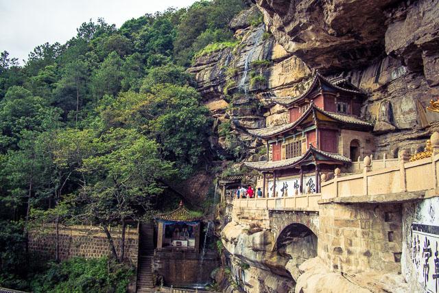 L'affascinante tempio costruito tra le rocce
