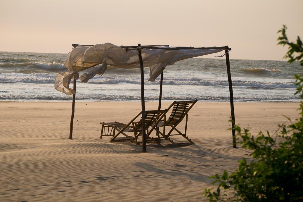 Relax sulla spiaggia al tramonto