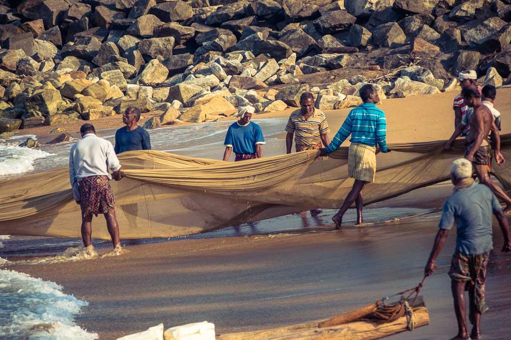 Varkala - Le fatiche dei pescatori